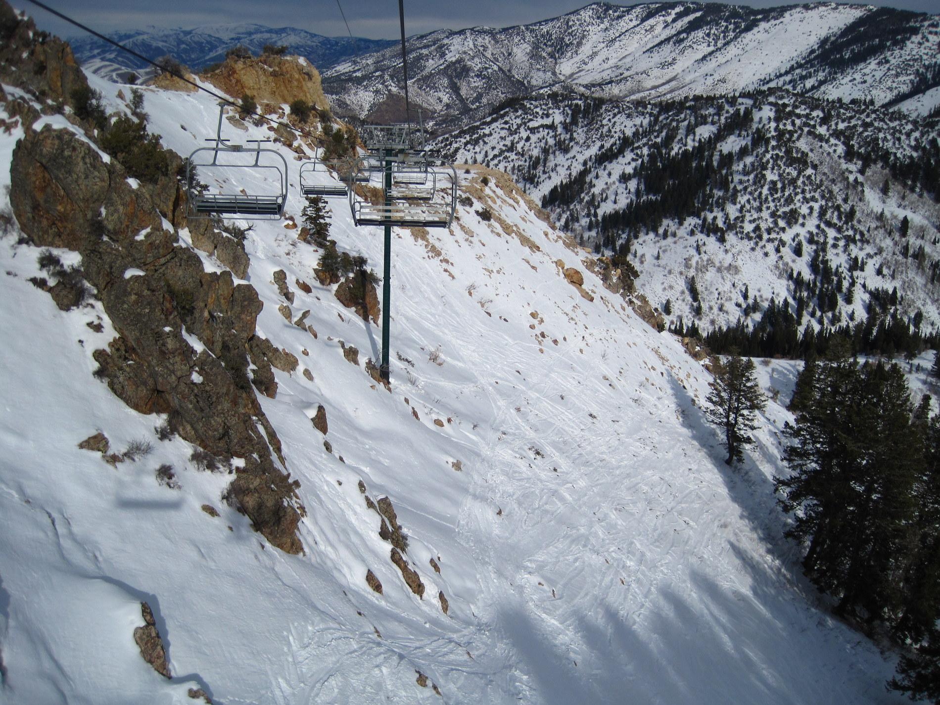 Powder-backside chute 2